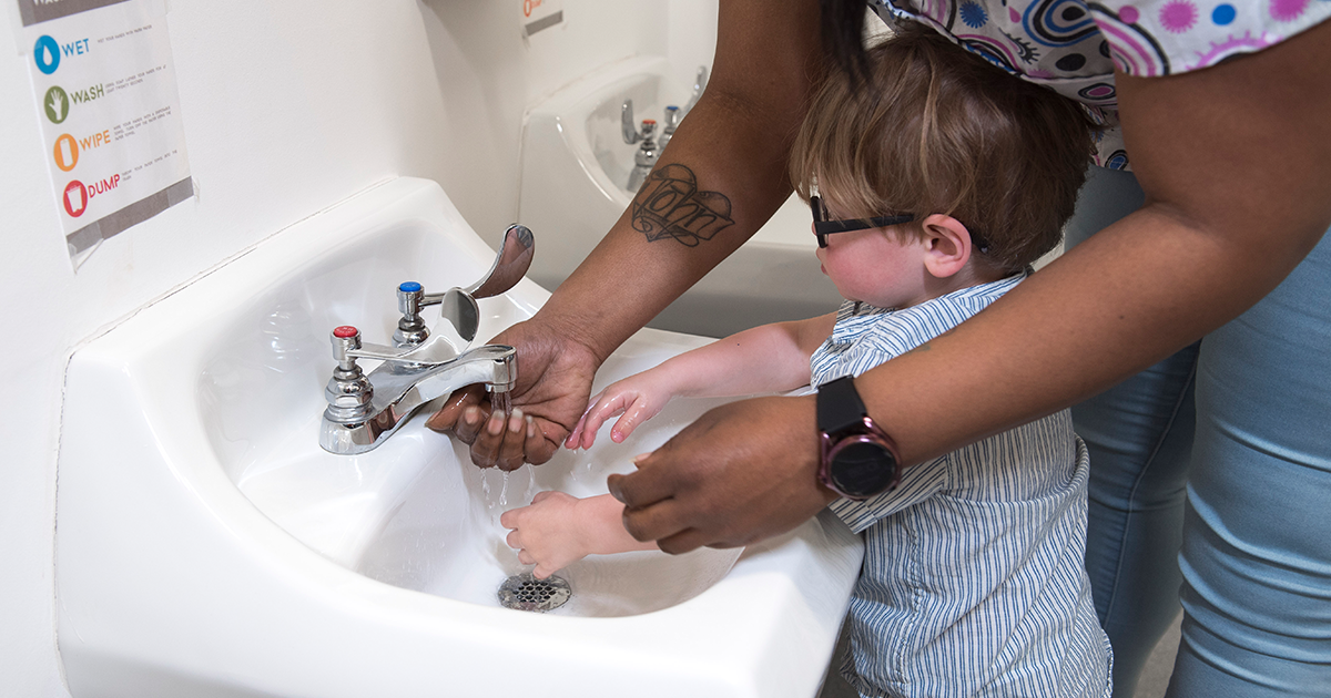 child care provider and child handwashing
